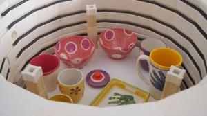 Keramik im Brennofen nach dem Brand