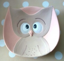 Ein Eulenteller - Diese Künstlerin war etwas älter, aber nur unwesentlich :-). Keramik Eule vor Glasur und Brand