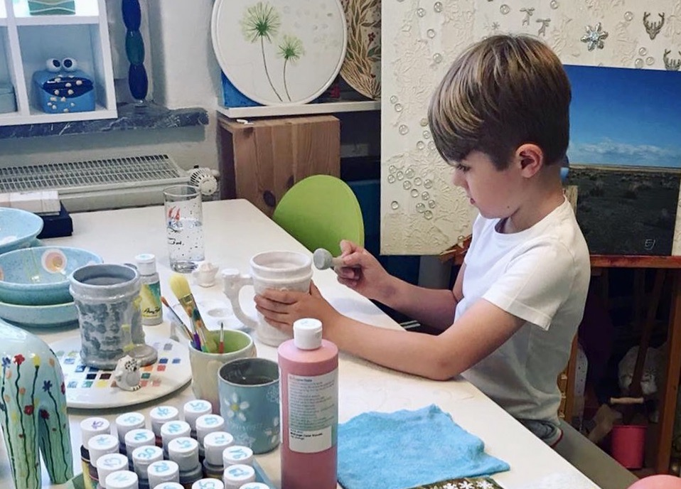Keramik bemalen mit Kindern